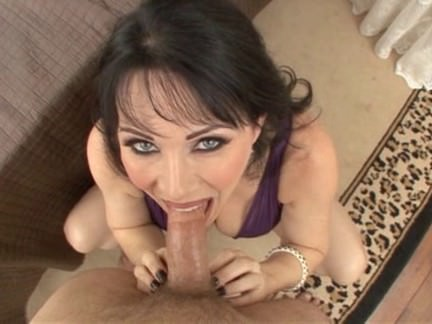 Super-hot Cougar Offers All Crevices In Pov