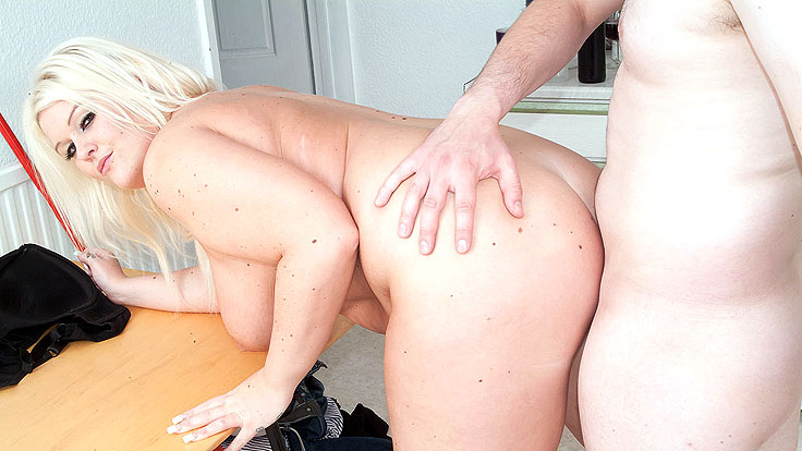 Huge-titted Fattie Schtupstared In Kitchen